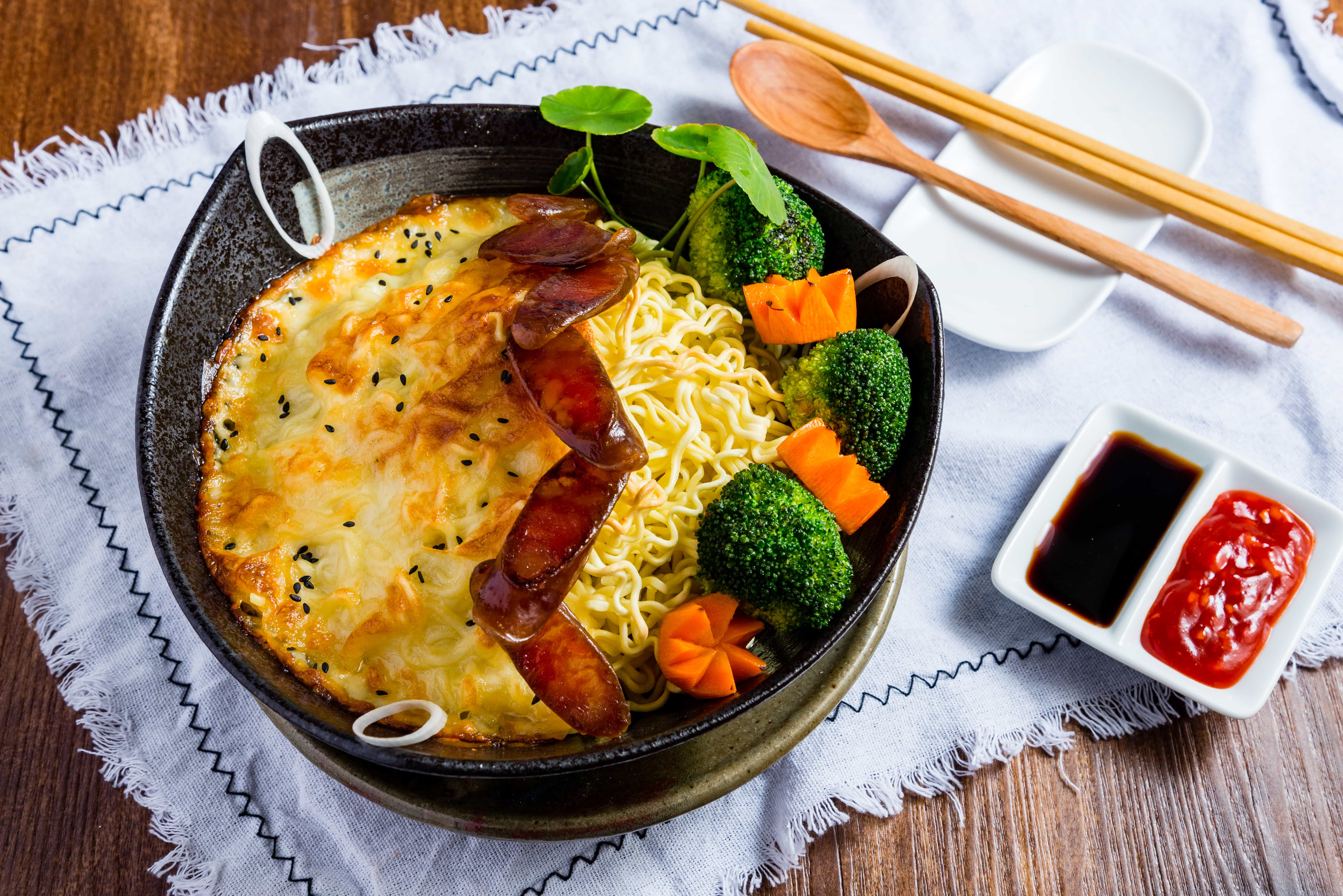Spicy Grilled Noodles With Baked Cheese